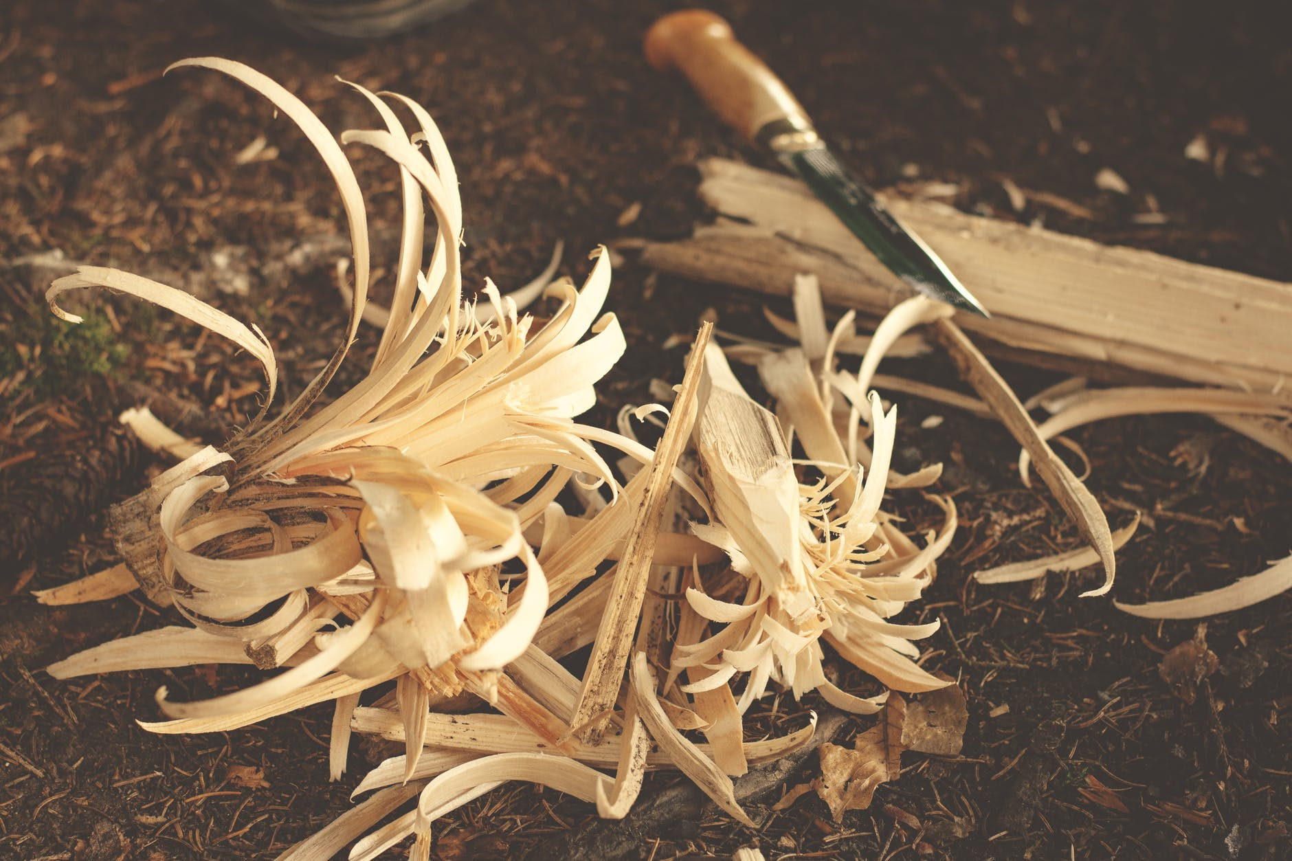 bushcraft dry knife wood