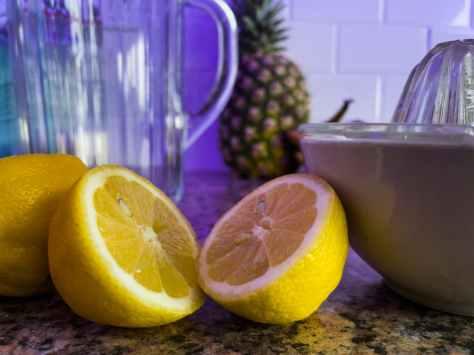 close up photo of sliced lemons